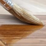 Как неравномерное нанесение масла на дерево влияет на срок службы материала?
