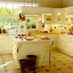 Кухня в центре дома