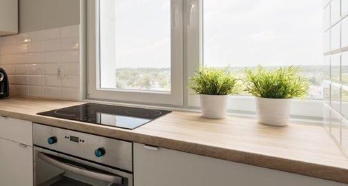 Нужны ли на кухне и в ванной специальные окна