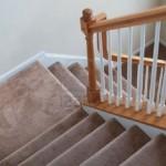 Ковровое покрытие на лестнице: плюсы и минусы