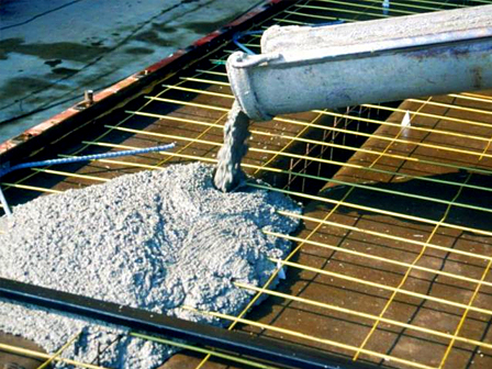 Укладка песка для фундамента